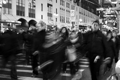 Day 48 - Rush Hour (saebaryo) Tags: street nyc newyorkcity canon blackwhite sigma motionblur 5d rushhour 2470mm project365 365project canoneos5dmarkii 5dmarkii 5d2 5dii sigma2470mmf28exdghsm