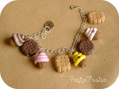 Cupcakes and biscuits bracelet: the new version, fimo polymer clay (*Merylu*  PetiteFraise) Tags: food cute handicraft dessert yummy strawberry cookie handmade chocolate craft jewelry bijoux jewellery fimo biscuit cupcake clay snack bracelet vanilla muffin cioccolato fraise biscotti dolci fragola gourmand polymer braccialetto vaniglia bigiotteria dawanda petitefraise merylu