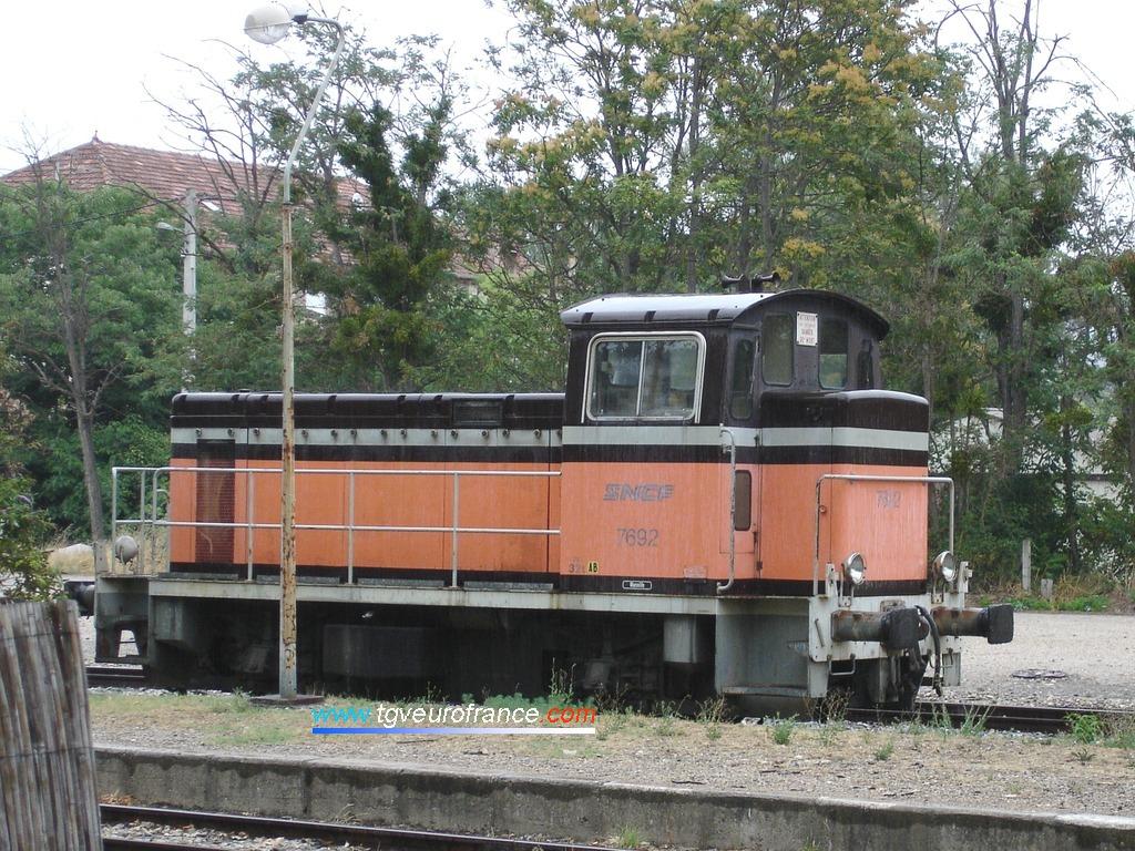 Ce locotracteur thermique Y7400 (le Y7692 SNCF de Marseille) a été radié en octobre 2006.