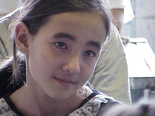 Fetiţa Afganeză plânge pentru soarta ţării ei