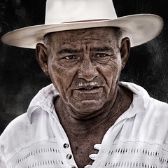 """ Don Alfonso "" (Alfredo11) Tags: portrait man texture textura mexico photography nikon expression retrato oldman images explore alfredo fotografia anciano emotions imagenes frontpage hombre treatment tratamiento expresion emociones nikoncreativelightingsystem nikon80400mm seriestreetphotography"