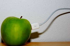 Organic connection (Just a guy who likes to take pictures) Tags: color colour verde green apple fruit computer photography pc mac groen imac fotografie photographie laptop colorphotography pommes cable mini usb plug pro organic grün apfel connection obst kleur colourphotography grun macbook kleurenfotografie