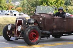 Antique Car in Kentucky (ahhhrats) Tags: autumn red car rust antique kentucky helmet parade daze vinegrove