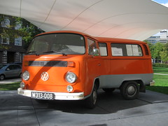 Bent Volkswagen bus T2b (epaves68) Tags: bus amsterdam vw volkswagen van bully t2b bends