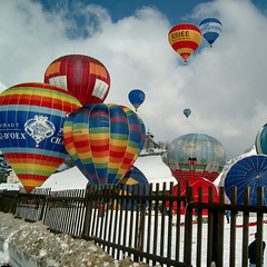 balloons (eliesporta) Tags: winter sky snow hot color colour fence fly swiss air hotair balloon takeoff squared globo lifting volar elies coloruf mygearandme eliesporta