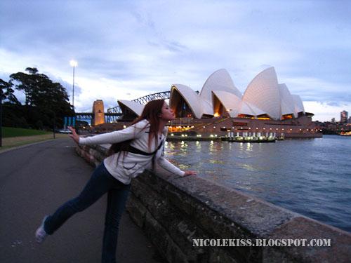 kissing sydney opera house