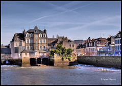 landerneau hdr. (Erwan bazin photography (F2.8) very busy!) Tags: photoshop bretagne hdr finistre retouche bazin photomatix landerneau 50d canoneos50d thebestofday gnneniyisi erwanbazin reflexcanon ponthabit