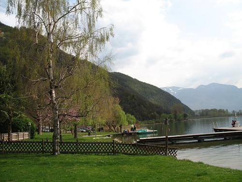 Einkehrmöglichkeit entlang des Ufers in den verschiedensten Gaststätten direkt am See