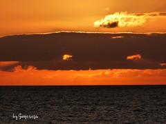 All donde el sol se pierde, est mi corazn triste y solo, all donde el sol se pierde. (Gomereta) Tags: sol de la playa arena puesta ocaso languindece