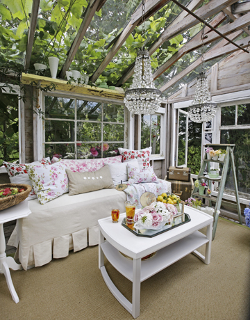 glam greenhouse via CountryLiving1
