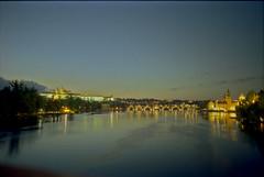 Blick zur Burg und Karlsbrücke in Prag
