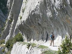 randonneur sur le chemin de la mature en vallée d'aspe Photo