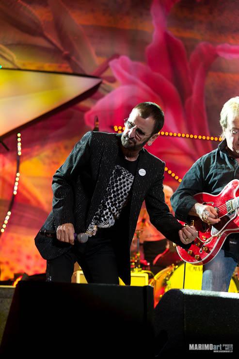 Ringo Starr Concert in Riga 2011-16.jpg