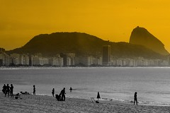 Copacabana (servuloh) Tags: pictures sea brazil en color bus luz praia beach silhouette rio brasil riodejaneiro by backlight canon cutout contraluz out de photography mar avenida photo interesting sand foto rj janeiro areia action cut picture ao powershot sugar copacabana fotos silueta loaf sugarloaf podeacar autobus po contra lusco fusco copa selective marcha canonpowershot silhueta g7 acar atlntica luscofusco avenidaatlntica riobybus canong7 aplusphoto oltusfotos