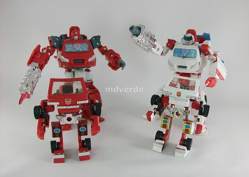 Transformers Ratchet Classic Henkei vs Ironhide vs G1 - modo robot