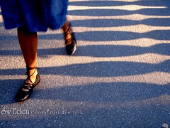 Lady Walking on Inscope Arch (The SW Eden (สว อิเฎล)) Tags: park city newyorkcity newyork lady concrete shoe shoes legs sweden centralpark manhattan central skirt concretefloor theunitedstates inscopearch สวอิเฎล