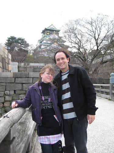 Por fin una foto juntos con el castillo (solo habia mucho viento)
