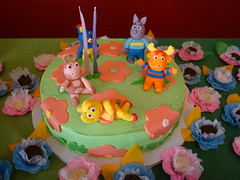 Flickr 008 (CONFETTI paperie) Tags: backyardigansparty backyardiganscake backyardiganscupcake backyardigansfavors