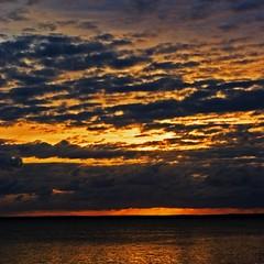 jervis sky III (djgr) Tags: sunset beach clouds sunrise square rocks australia nubes nsw jervisbay nwn shoalhaven vincentia pentaxk200d djgr