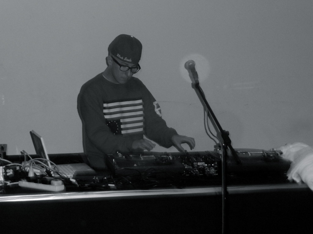 DJ Wreckonize