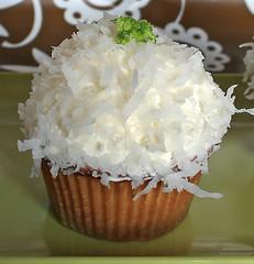 Alicakes Coconut Cupcake (alicakescupcakery) Tags: white green coconut cupcake marshmallow rum buttercream alicakes alicakespro