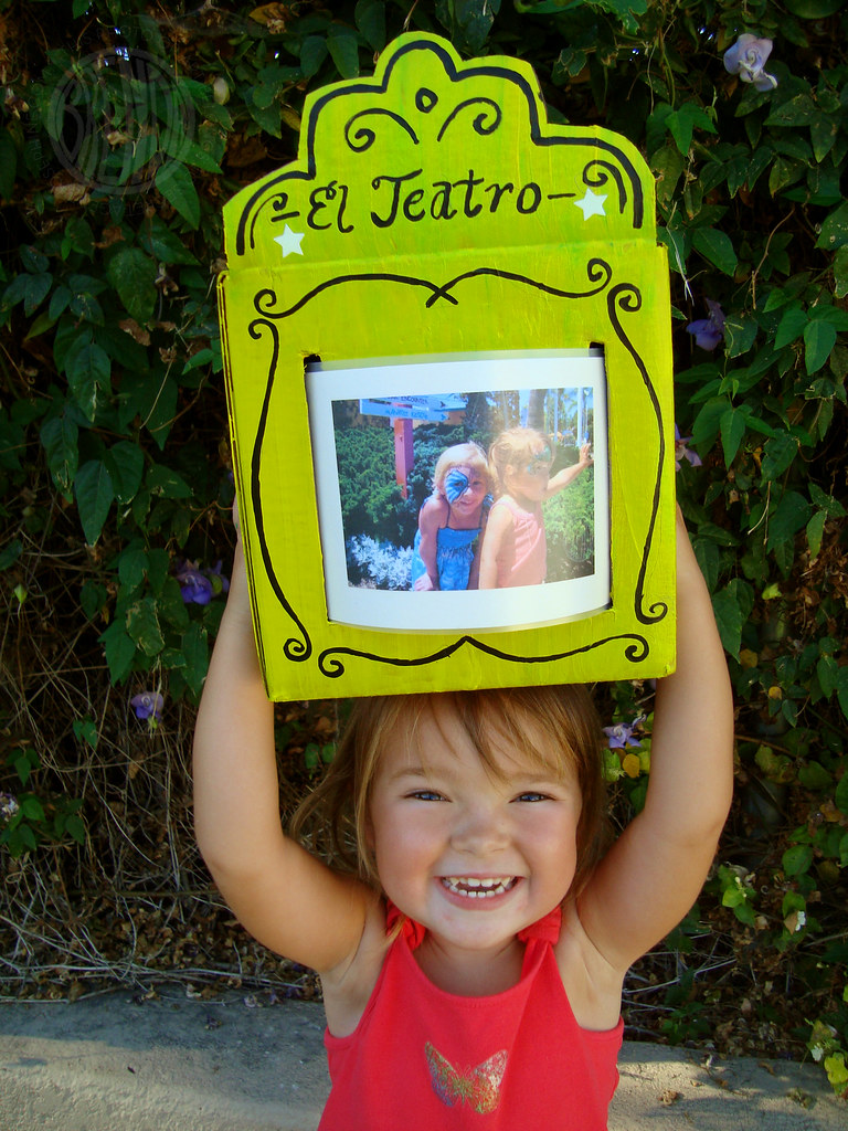 Homemade Show-and-Tell Theater for Summer Photos