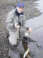 Guðjón með fallega silunga (Dr hoddsson) Tags: nature iceland fishing flyfishing trout fishingfly articchar víðidalsá