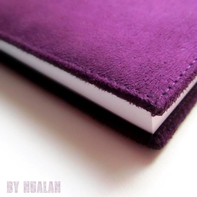 esquina del cuaderno morado