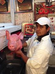 En el Mercado Medellin, Roma Sur, Ciudad de Mexico (joven_60) Tags: food mexico mexicocity df foodporn cabeza ciudaddemexico distritofederal pighead mexicancooking mexicanmarket cabezadecerdo mercadomedellin romasur mexicandelicacy