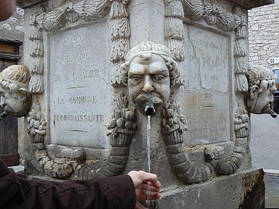 fontaine de Gourdon.jpg