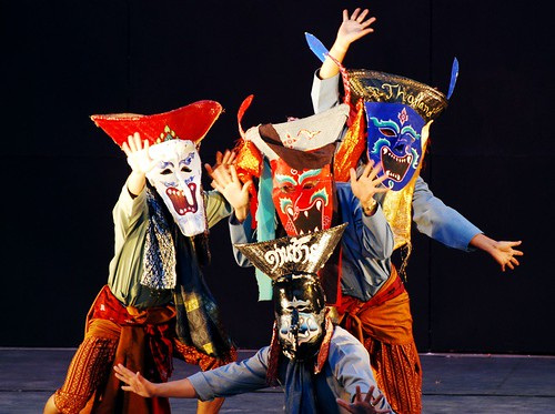 thai dancers with masks