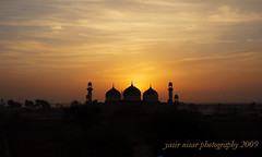 Sunrise @ Derawar Fort (Max Loxton) Tags: pakistan sky colors beauty sunrise canon fort culture ppg masjid cholistan derawar yasirnisar towardspakistan maxloxton