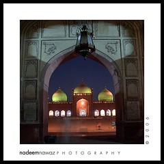 Badshahi Mosque, Lahore Pakistan (nadPRINCE <Nadeem Nawaz>) Tags: blue pakistan sunset sky color colors architecture night landscape photography evening fuji angle wide s2pro bluesky international finepix format lonely punjab lahore nadeem kool nawaz badshahi
