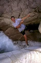 Canyon de la Vacca : Laurent sur la corde fixe du 2ème rappel (à l'époque !)