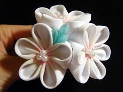 Delicate Snow Kanzashi (Hatsu-chan^^) Tags: flower hairpin tsumami kanzashi