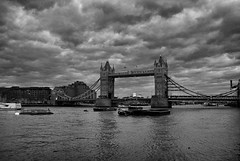 Londres - 45 (CpaKmoi) Tags: bw london londres angleterre royaumeuni coth mywinners anawesomeshot theunforgettablepictures rubyphotographer dragondaggerphoto dragondaggerawards expressyourselfaward platinumbestshot