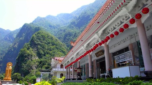 beautiful hsiangte temple, taroko gorge
