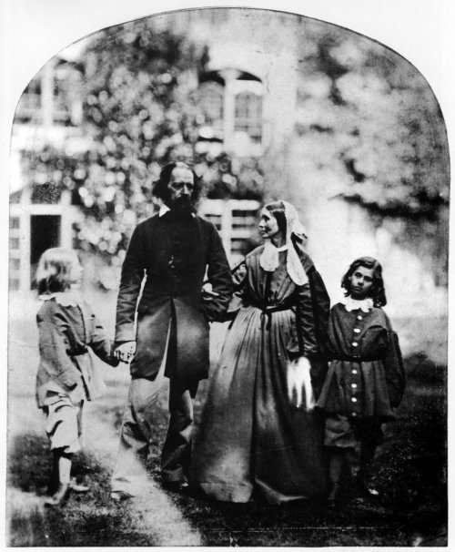 Alfred_Tennyson%2C_1st_Baron_Tennyson_and_family