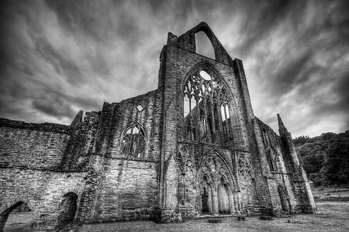 フリー画像| 人工風景| 建造物/建築物| 教会/聖堂| 廃墟/廃屋| Tintern Abbey| イギリス風景| モノクロ写真| HDR画像|   フリー素材|