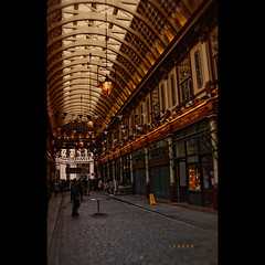 Leadenhall Market (Photofreaks [Thank you for 2.000.000 views]) Tags: street city uk light england building london westminster architecture night mall square hall bars place market britain district empty united arcade victorian illumination landmarks restaurants kingdom arches illuminated business covered gathering shops marketplace lamps ornate financial cafes leadenhall banker gracechurch gbr photofreaks grosbritannien wwwphotofreakseu laradphotography