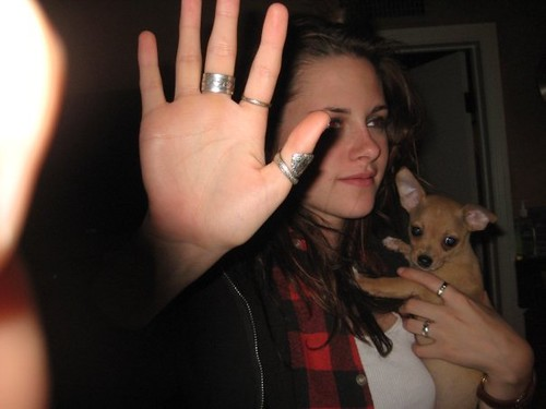 candids - kristen stewart (with Michael Angarano and his family)