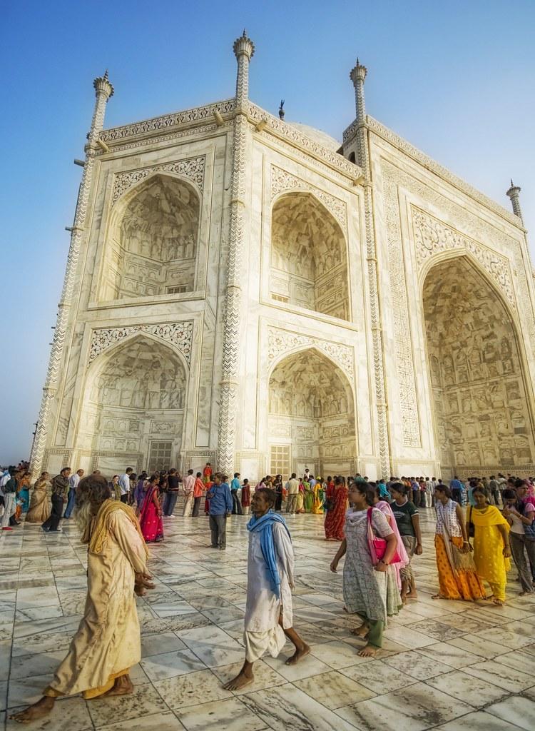 A Godly Dance at the Taj