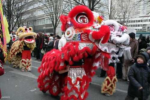 Défilé de tigres multicolores dans le 13ème arrondissement