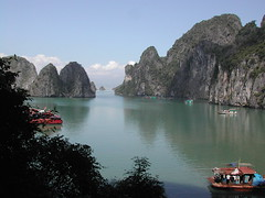 Halong bay (DulichVietnam360) Tags: 2005 sea mer canon wonderful bay nikon asia country vietnam asie paysage lanscape halong vitnam hlong vnhhlong dulichvietnam compax dulchvitnam bonjourvietnam dulichvietnam360 tnc kquanthinnhin