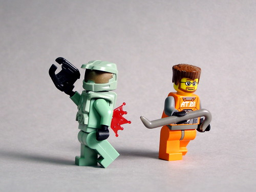 LEGO Master Chief and Gordon Freeman minifigs