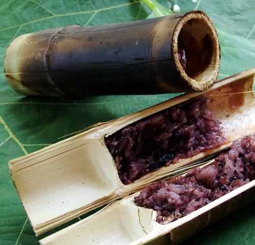 קאו לאם מבמבוק עבה ממולא באורז אדום דביק