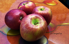 DSC_0065 Apples on tray (boxcustom) Tags: apple digital umbrella four nikon peanut vivitar d1 wein giotto 283 strobist sb28dx gcarvajal