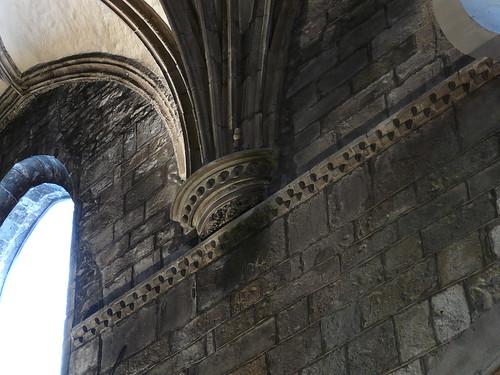 """Detalles del Jaqueado y las """"bolas"""" en la Catedral de Jaca"""