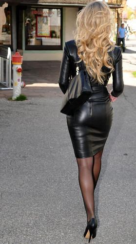 фото девушек в кожаной облегающей одежде