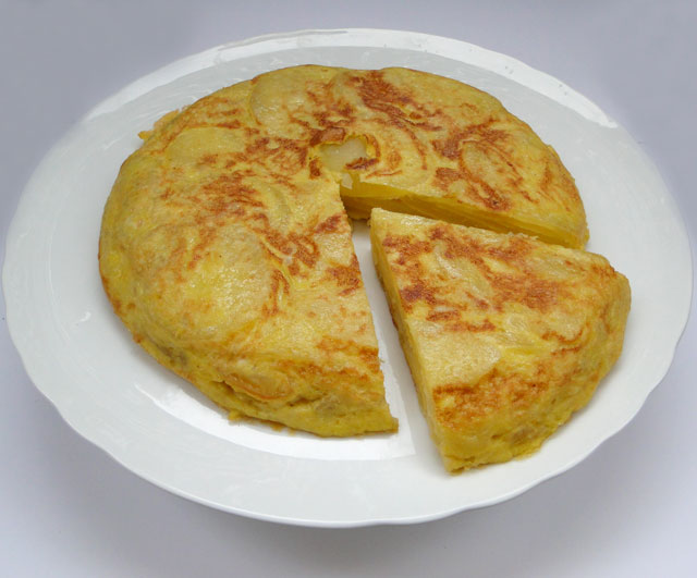 Chicho's Kitchen: Tortilla de patatas - Spanish tortilla